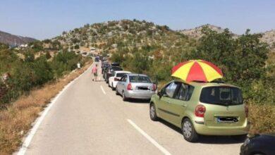 Photo of Nezapamćena gužva na Svitavi: Bosanci pohrlili u Neum, snalažljivi rasklopili suncobran