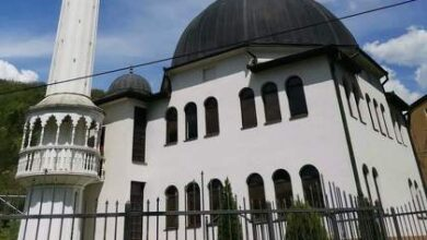 Photo of Maskirani provalnik obio vrata kancelarije u džamiji Šehidija u Vitkovićima kod Goražda