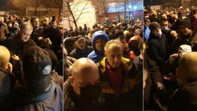 Photo of Ispred Bire stotine Bišćana negoduje zbog smještanja migranata: Simbolično zatvorili kapiju