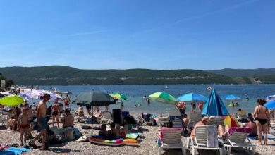 Photo of Pogledajte kako je danas u Neumu, plaže pune, stigli turisti iz Srbije