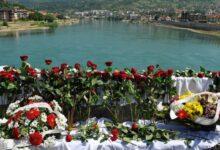 Photo of Bacanjem 3.000 ruža u Drinu obilježena godišnjica stradanja Bošnjaka u Višegradu
